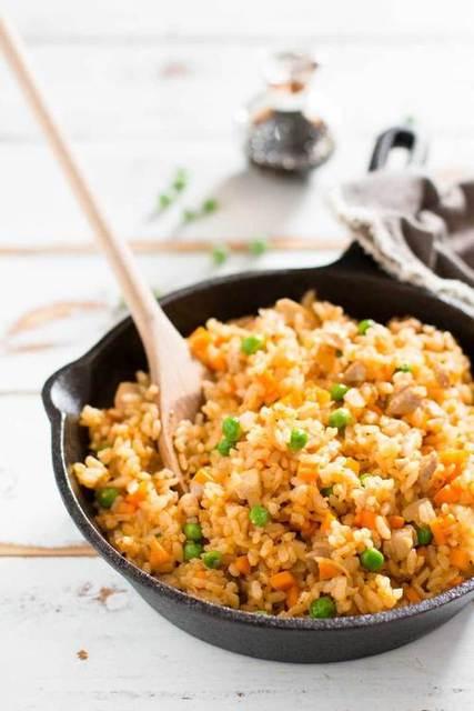 和風も洋風アレンジもおいしい!炊飯器でかんたん炊き込みご飯のレシピ