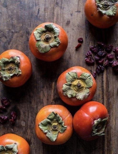 秋冬の美味しいスイーツ!柿で作る甘さひかえめデザートレシピ