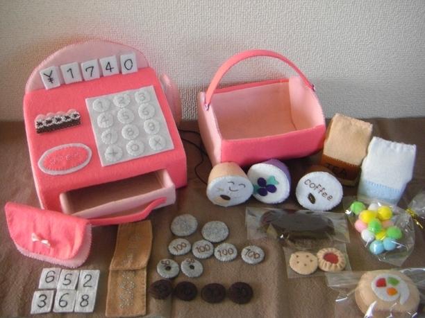 お買い物ごっこが盛り上がる!おもちゃの「レジ」を手作りしよう♪