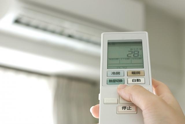 電気代が気になるならチェック!夏も冬も使えるエアコンの節約術!