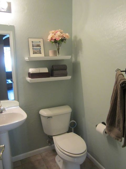 Small bathroom - I like the storage | Bathroom | Pinterest | 小さなバスルーム、バスルーム、収納