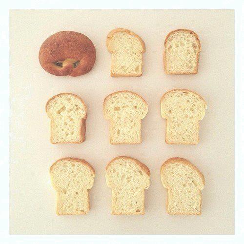 出来立ての美味しさをラップでキープ!パンの冷凍保存・解凍方法