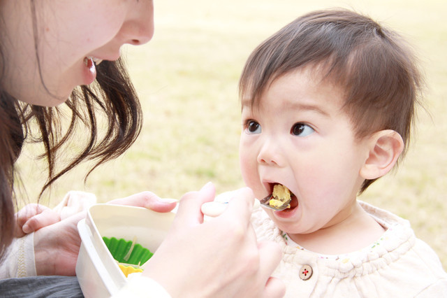 1歳未満の赤ちゃんに食べさせると危ない?食材、間違うと大変なことに!!