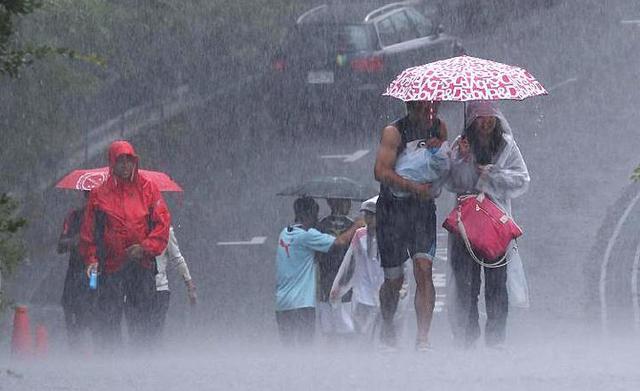 突然の集中豪雨対策どうしますか?身を守るためのメカニズムと対策!