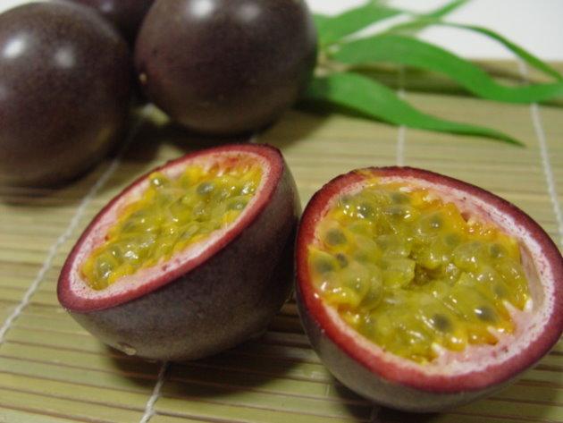 今が旬!ルビー色の南国のフルーツ・パッションフルーツは魅力いっぱい‼