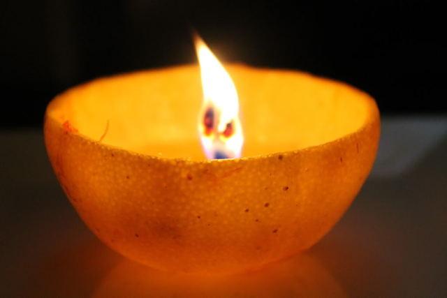 簡単にできる!オレンジキャンドルを作って、やさしい灯りに癒されませんか?