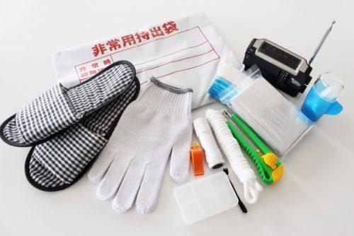 【基本の防災グッズリスト】非常用持ち出し袋と家庭に備えておくべきもの