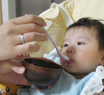 赤ちゃんが離乳食を食べてくれないなら、美味しい「だし」をとってみませんか?