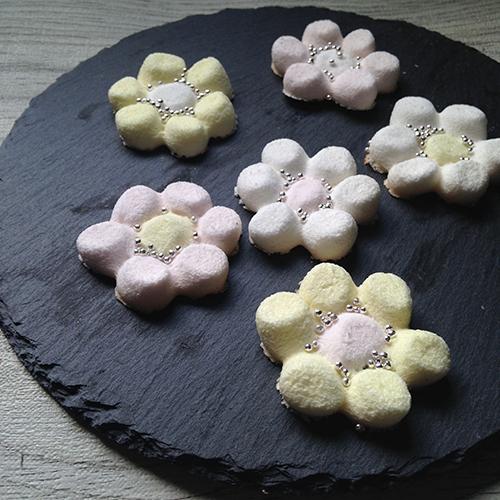 ティータイムを楽しく!お花の形がかわいい♡小さな手作りお菓子レシピ