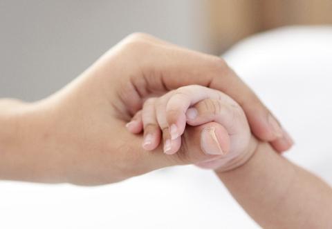 指先の刺激は脳にいい!赤ちゃんの指先を器用にする方法まとめ