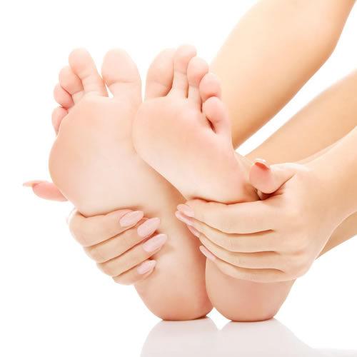 ラップを使ったフットケアおすすめです♡素足の季節に自慢したくなるきれいな足を目指してがんばろう