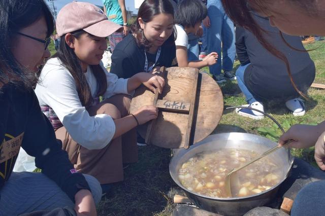 秋のアウトドアは芋煮会を楽しむのはいかが?東北の秋のイベントでみんな仲良く!