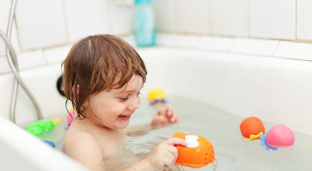 手作りおもちゃでお風呂の時間が楽しい♪水遊びしたり、かべにくっつけたり、お風呂の手作りおもちゃをご紹介♪