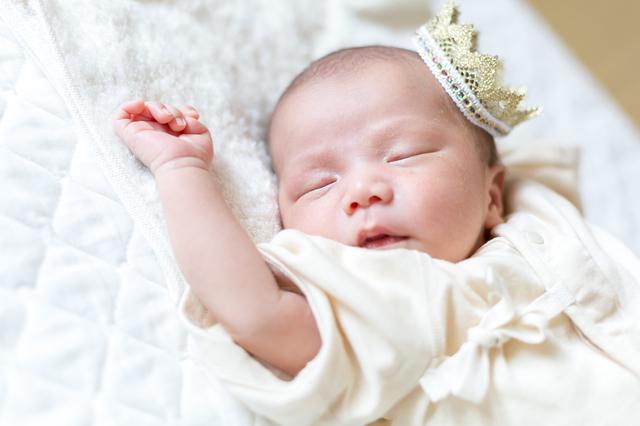 生まれたばかりの赤ちゃんの写真がSNSで話題♡「#ニューボーンフォト」をチェック!