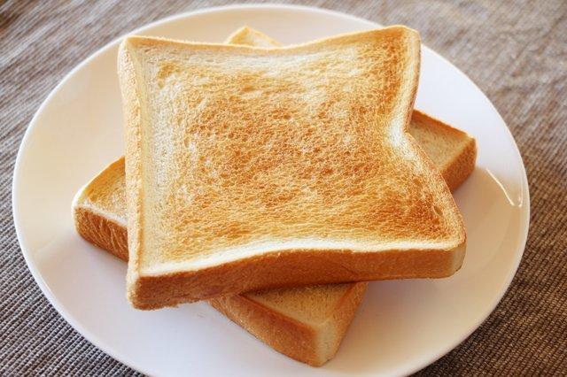 いつものトーストをひと工夫で極上に♪ トーストをおいしく焼く裏ワザ