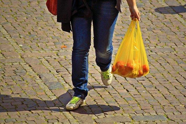 レジ袋を持ち歩く時の便利なたたみ方