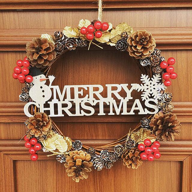 簡単でおしゃれなクリスマスリースの作り方★手作りしてみたくなるクリスマスリースです