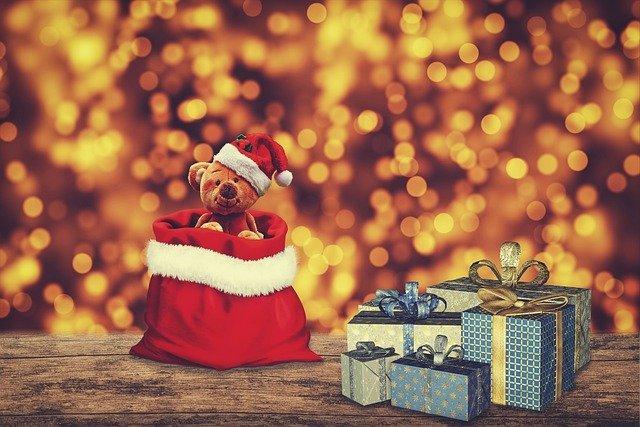 とんがり帽子で気分も上がる♪ 簡単工作でクリスマスの帽子を手作りしよう!