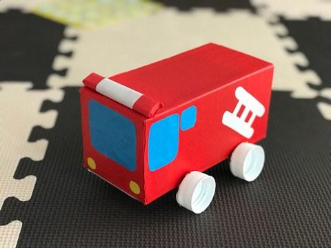 紙パックでおもちゃの車を作ろう!小さな車から乗って遊べる車まで紙パックで作る工作です
