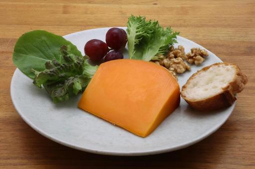 鮮やかなオレンジ色のチーズ「ミモレット」ってどんなチーズ?特徴やレシピもご紹介