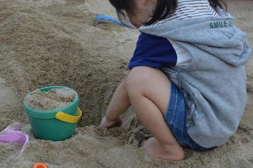 子どものおうち遊びにおすすめ♪ 家の中で遊べるお砂場グッズ