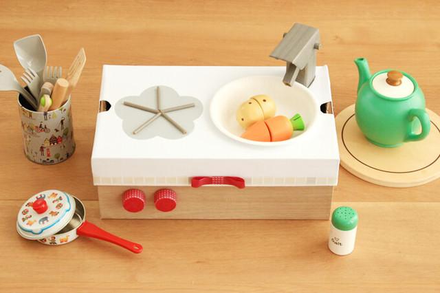ダンボール箱でままごとをしよう!手作りのキッチン、冷蔵庫、洗濯機!
