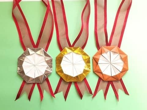 イベントなどにも大活躍!手作りメダルの作り方♪ キラキラやおしゃれロゼットまで